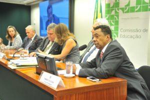 Damião-Feliciano eleito membro da Comissãpo de Educação
