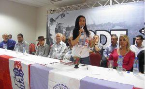 Renata Viana, secretária-geral do PDT-MT, discursa durante reunião do partido em Primavera do Leste