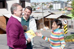 Edson Néspolo saúda servidores em Caxias do Sul
