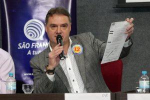 Em debate, Edson Néspolo destaca escolas de tempo integral em Caxias do Sul...