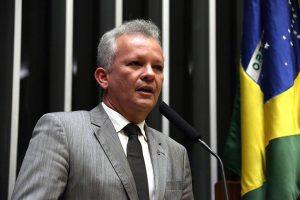André Figueiredo condena tentativa de aprovação da PEC dos gastos públicos