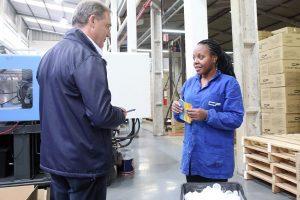 Edson Néspolo apresenta proposta de geração de emprego e renda a trabalhadores de fábricas em Caxias do Sul (RS)