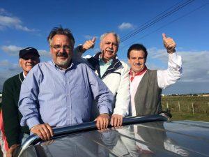 Pompeo de Mattos, em Osório (RS), com o prefeito eleito Eduardo Abrahão (PDT), o vice Renda, o deputado estadual Ciro Simoni e o ex-presidente do PDT do estado, Romildo Bolzan Jr.