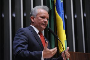 Para André Figueriedo, reforma administrativa prejudica reformas sociais
