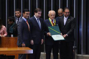 Manoel Dias recebe Medalha Mérito Legislativo 2016