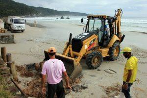 Prefeita Ana Paula executa obras de manutenção nas praias de Bombinhas