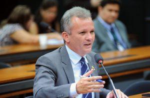 Parecer de André Figueiredo garante 13º salário
