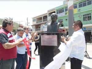 Busto em homenagem a Leonel Brizola foi inaugurado em Arraial do Cabo Foto Ascom Arraial do Cabo  Divulgação
