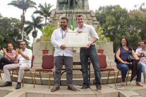Everton Gomes recebe Conjunto de Medalhas Pedro Ernesto